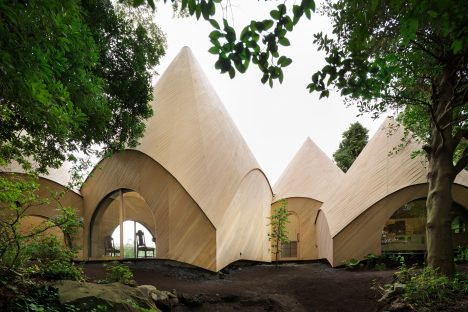 Strutture a tenda per piccola comunità giapponese