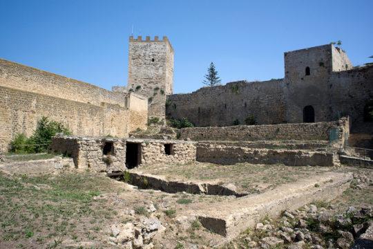 Restauro prospetto cortile San Martino - castello di Lombardia di Enna