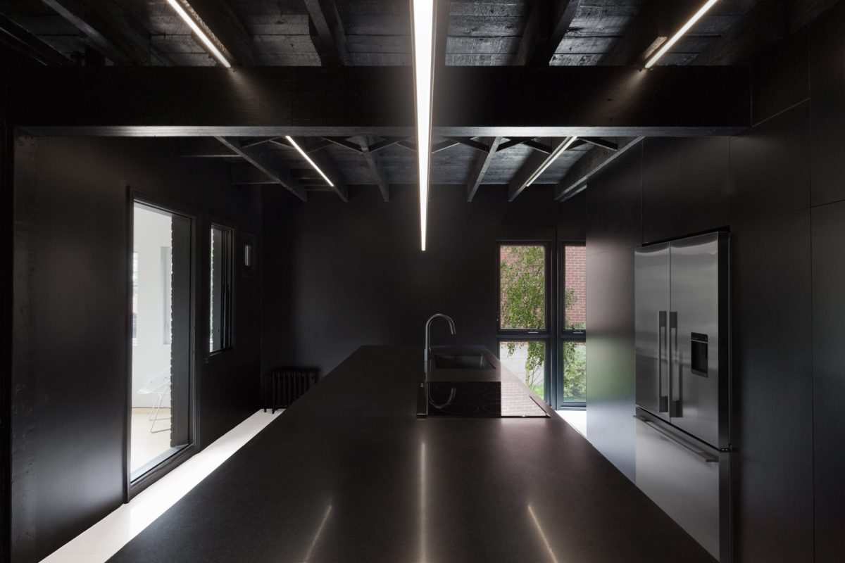 Black and white Montreal apartment_Jean Verville Architect